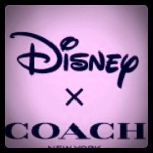 💎Disney Coach Snow White Wristlet💎